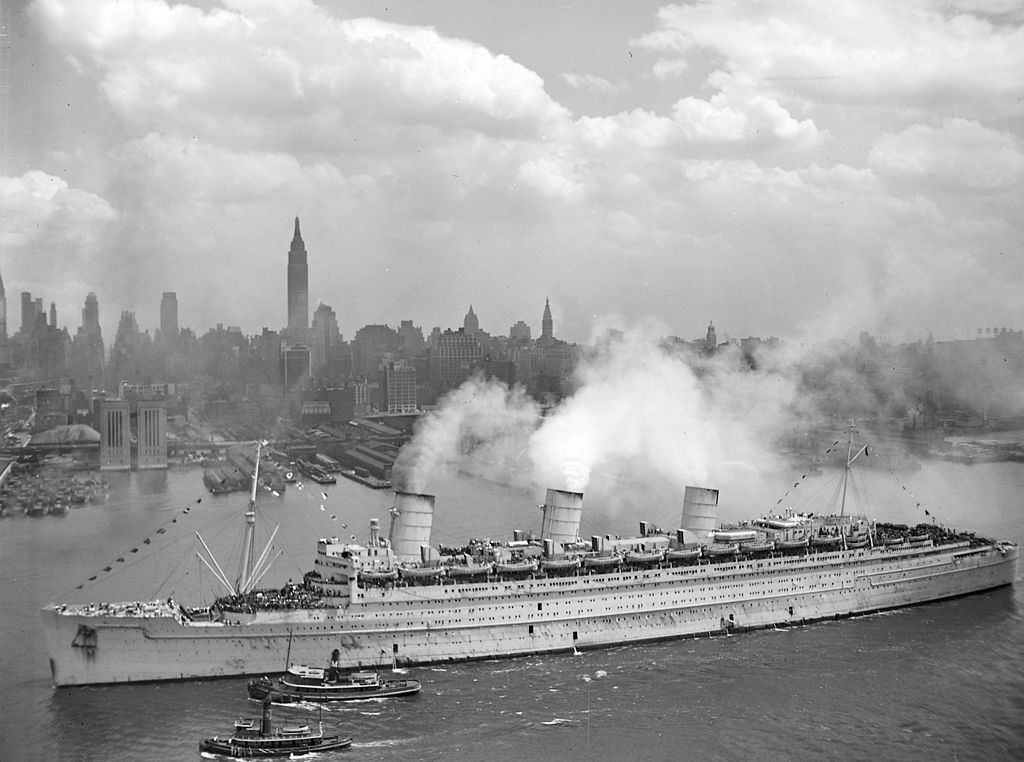 Cunard's RMS Queen Mary arriving in New York Harbor, June 20 1945, with thousands of US soldiers.