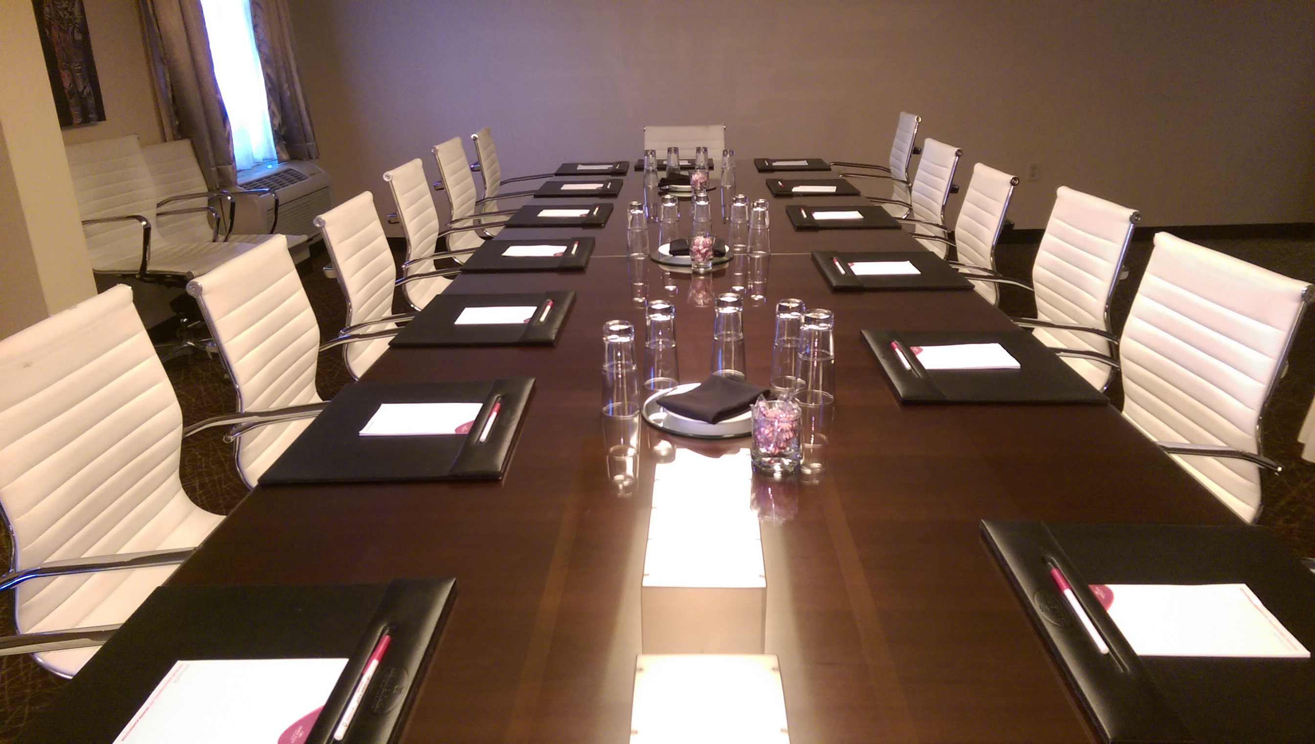 serpentine-mark-lund-conference-room-4