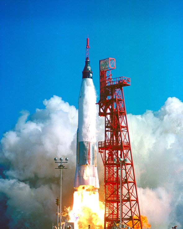 800px-Launch_of_Friendship_7_-_GPN-2000-000686